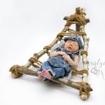 Schläfchen im Babyliegestuhl